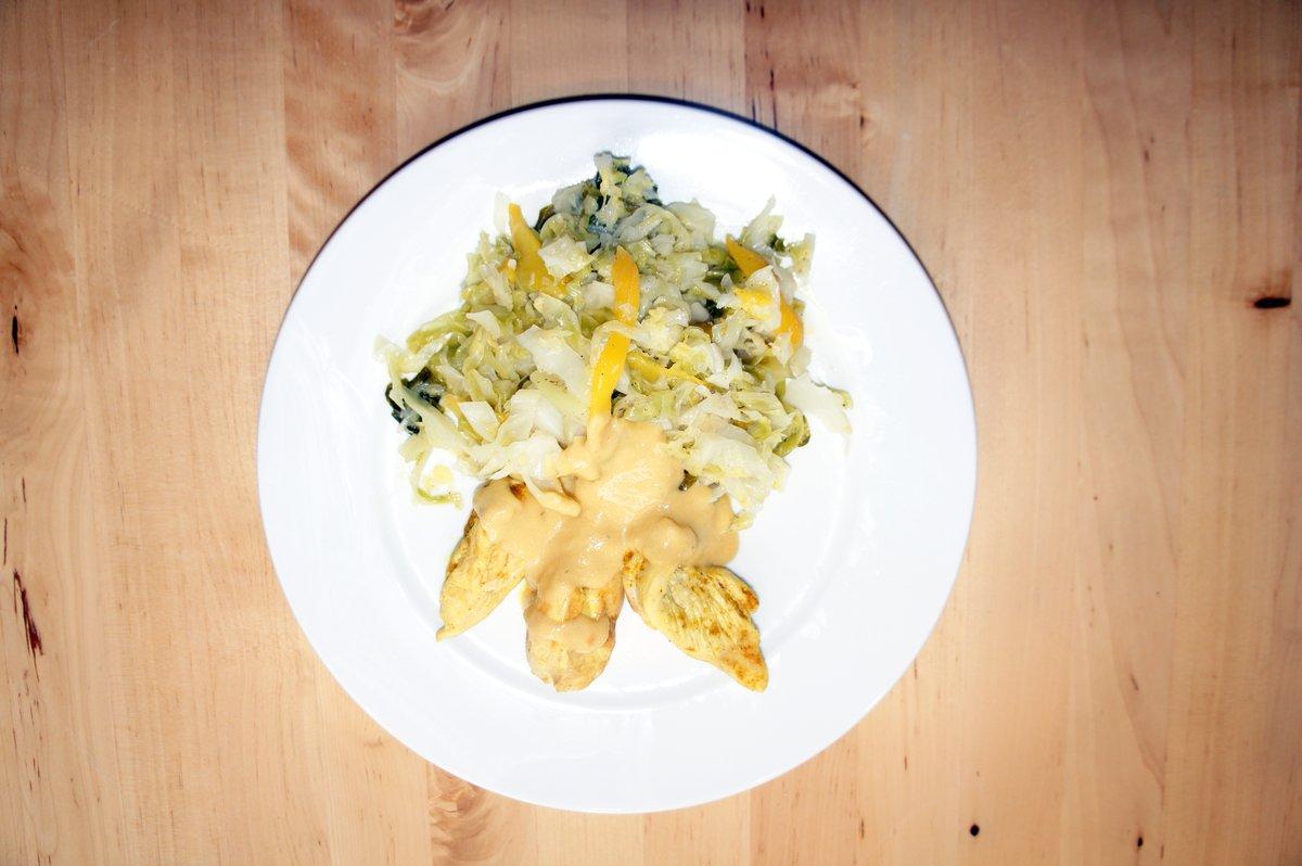 Spitzkohl mit Mango und Hähnchenbrust